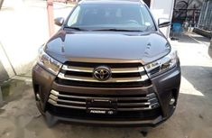 Well maintained 2019 Toyota Highlander suv automatic for sale in Lagos