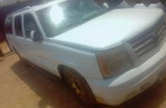Best priced white 2005 Cadillac Escarlade automatic in Lagos