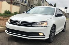 Sell well kept white 2016 Volkswagen Jetta automatic at price ₦5,000,000
