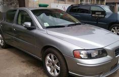 Selling grey/silver 2003 Volvo S60 automatic at mileage 121,475