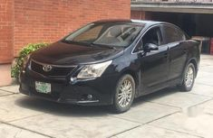 Selling authentic 2011 Toyota Avensis in Lagos