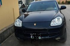 Sell well kept 2004 Porsche Cayenne at price ₦1,150,000