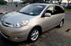 Model 2006 Toyota Sienna  Full Option, leather seats, Automatic transmission, Rear Camera, DVD Video