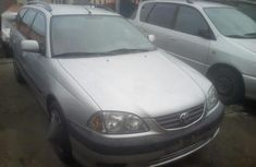 Need to sell cheap used 2003 Toyota Avensis hatchback in Lagos