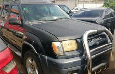 Sell black 2001 Nissan Xterra at mileage 161,000 at cheap price
