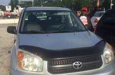 Need to sell 2005 Toyota RAV4 automatic in good condition in Lagos