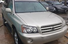Super clean sharp and cheap Toyota Highlander 2003 Model