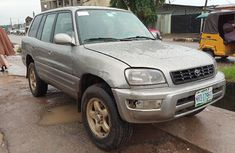Clean grey/silver 1999 Toyota RAV4 automatic car at attractive price