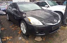 Sell black 2010 Nissan Altima automatic at price ₦3,600,000
