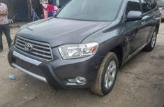 Well maintained grey 2010 Toyota Highlander automatic for sale