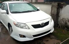 Sell well kept 2009 Toyota Corolla automatic at price ₦3,000,000