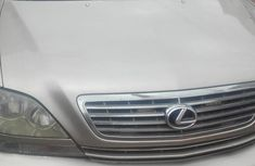 Selling gold 2002 Lexus RX automatic in Ikeja