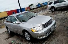 Sell well kept grey/silver 2004 Toyota Avalon sedan automatic in Lagos