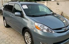 Clean Toyota sienna 2010 model for sale