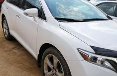 Best priced white 2015 Toyota Venza automatic in Lagos