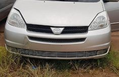 Toyota Sienna 2004 LE FWD (3.3L V6 5A) Silver for sale