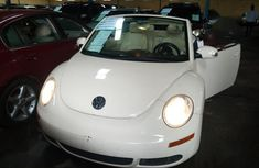 Sell super clean white 2007 Volkswagen Beetle automatic