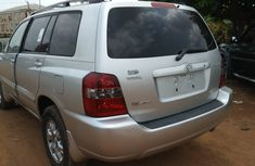 2006 Toyota Highlander limited edition 4wd leather seats 3 row.