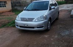 Grey 2005 Toyota Avensis hatchback manual car at attractive price