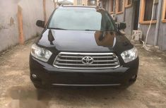 Need to sell cheap used 2008 Toyota Highlander at mileage 175,235 in Ikeja