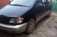 Need to sell used 2000 Toyota Sienna in Lagos at cheap price