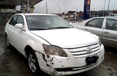 Sell cheap white 2005 Toyota Avalon sedan automatic in Lagos