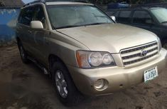 Need to sell gold 2003 Toyota Highlander suv at price ₦1,380,000