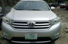 Need to sell super clean grey/silver 2011 Toyota Highlander