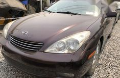 Selling 2004 Lexus ES sedan automatic in good condition