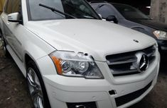 Need to sell white 2010 Mercedes-Benz GLK suv at price ₦7,000,000