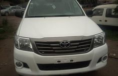 Sell used white 2013 Toyota Hilux pickup at cheap price