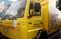 Sell super clean yellow 2000 Mercedes-Benz 814 manual