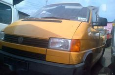 Sell very cheap clean yellow 2004 Volkswagen Caravelle in Lagos
