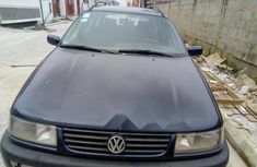 Need to sell cheap used 2006 Volkswagen Passat wagon in Lagos