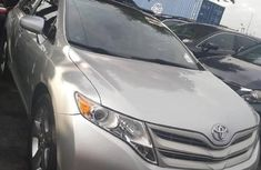 Selling 2012 Toyota Venza automatic in good condition