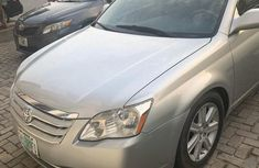 Neatly used grey/silver 2009 Toyota Avalon automatic in Lagos