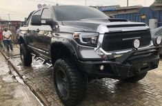 Selling 2016 Toyota Tundra automatic in good condition