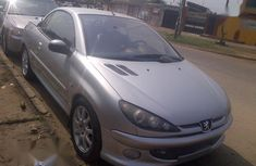 Selling grey 2000 Peugeot 206 automatic in good condition in Lagos