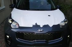 Need to sell cheap used grey/silver 2018 Kia Sportage suv in Lagos