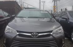 Selling grey/silver 2016 Toyota Camry automatic at price ₦7,300,000 in Lagos