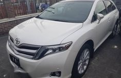 Extremely clean 2015 Toyota Venza for sale at price ₦9,000,000 in Lagos