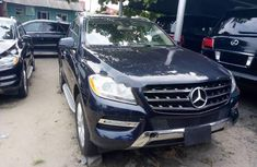 Need to sell cheap used blue 2013 Mercedes-Benz ML350 automatic in Lagos