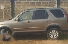 Selling 2006 Honda CR-V at mileage 98,000 in good condition in Lagos
