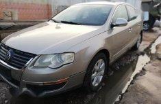 Sell gold 2008 Volkswagen Passat sedan automatic