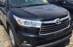 Sell well kept 2014 Toyota Highlander automatic at price ₦13,000,000