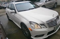 Selling white 2010 Mercedes-Benz E350 automatic in Lagos
