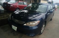 Need to sell high quality blue 2006 Toyota Camry automatic in Lagos