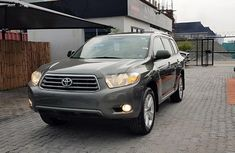 Sell grey 2009 Toyota Highlander automatic at price ₦5,400,000 in Lagos