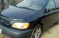 Need to sell high quality 2003 Toyota Sienna van / minibus automatic at price ₦1,000,000