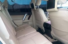 Toyota Land Cruiser Prado 2017 White